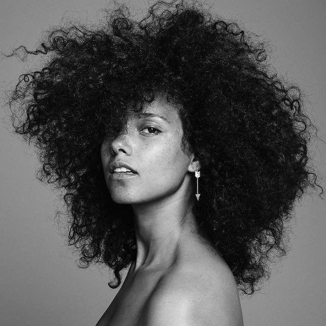 Critique: Alicia Keys gagne avec des émotions de note de musique sur `` ICI '