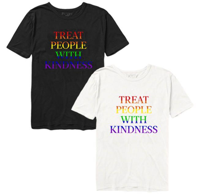 Harry Styles nye T-skjorter til feiring av stolthet er alt vi vil ha på oss i sommer