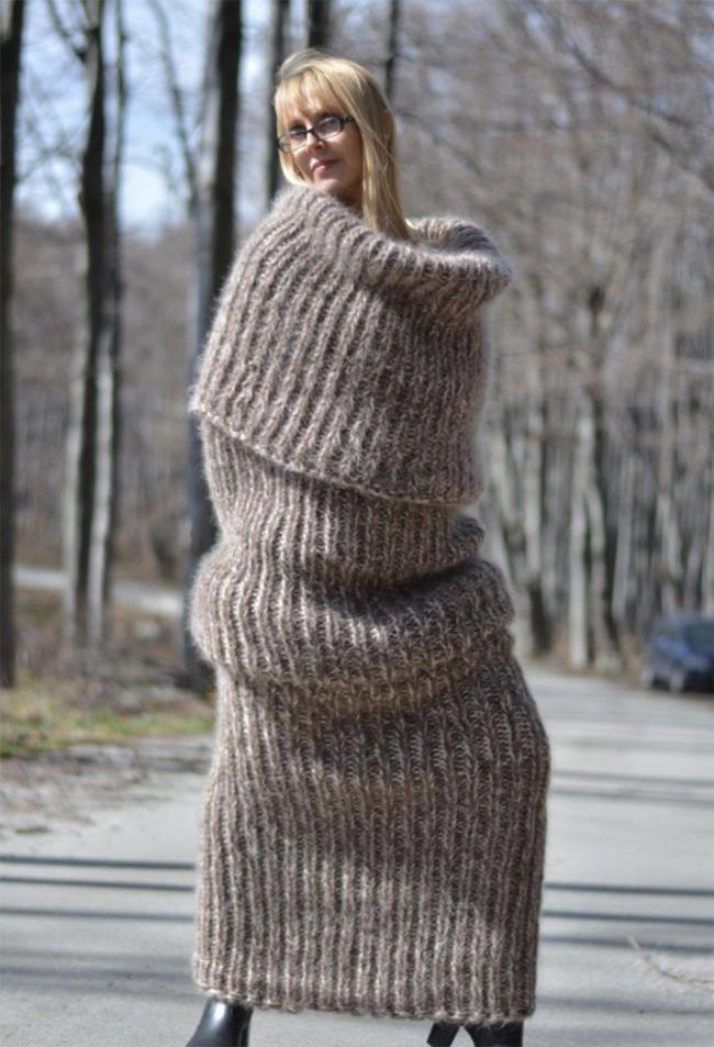 Зашто бисте носили одећу када ову огромну плетену чарапу за тело можете носити целе зиме