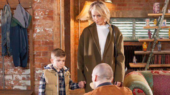 Hollyoaks Spoilers, mánudaginn 5. - föstudaginn 9. júní: Maxine vill skilnað